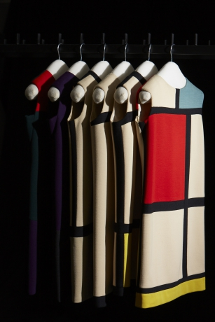 Robes de cocktail, hommage a? Serge Poliakoff et Piet Mondrian