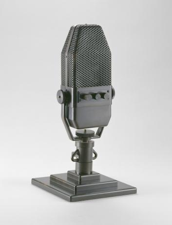 Microphone de la BBC, 1940, Paris