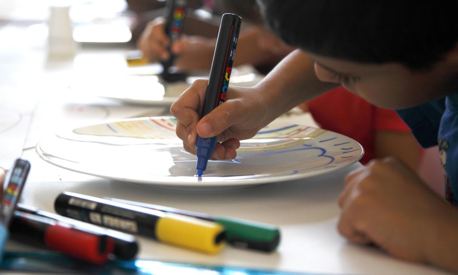 Atelier de peinture Posca sur porcelaine (jeune public, famille et scol