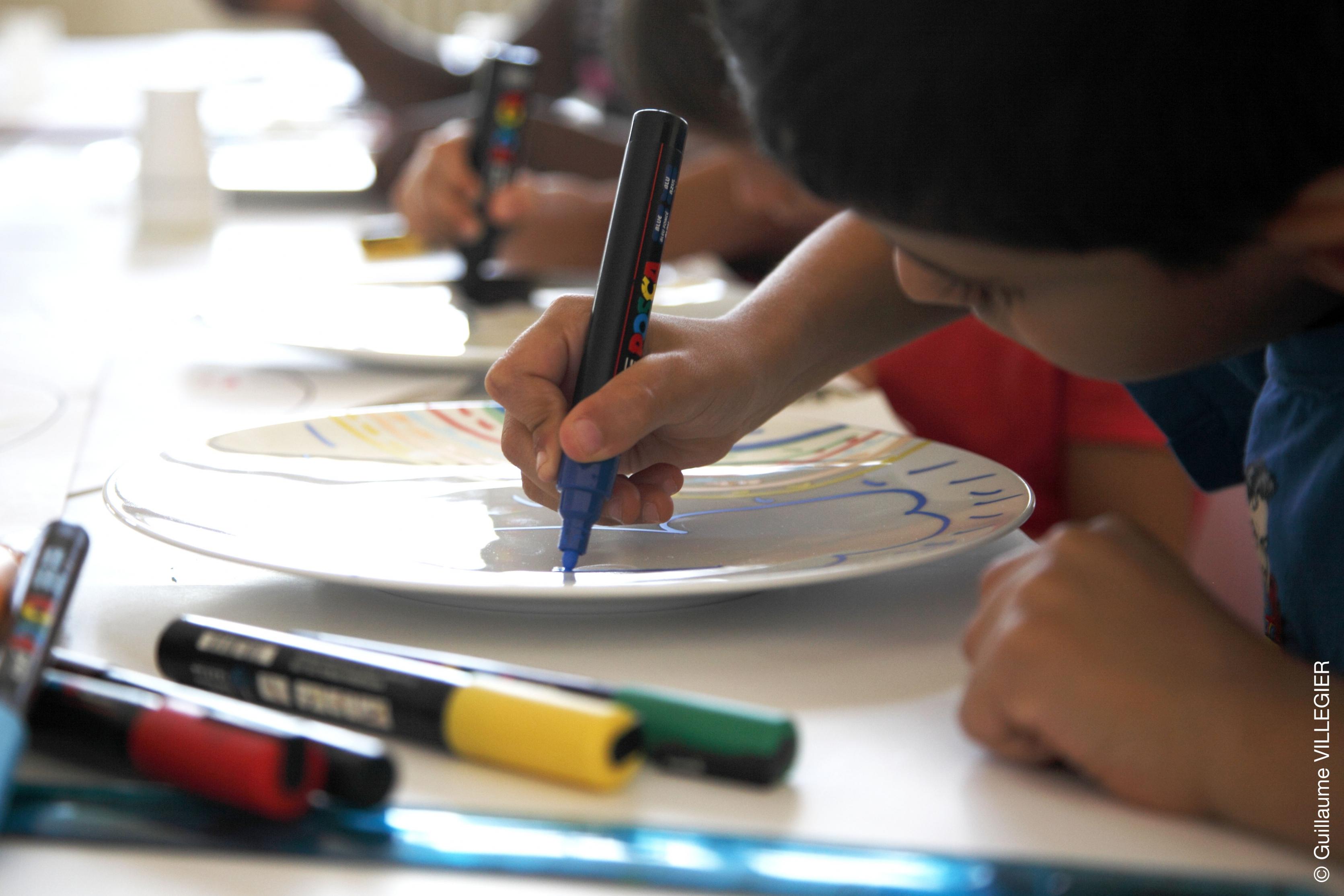 Atelier de peinture Posca sur porcelaine