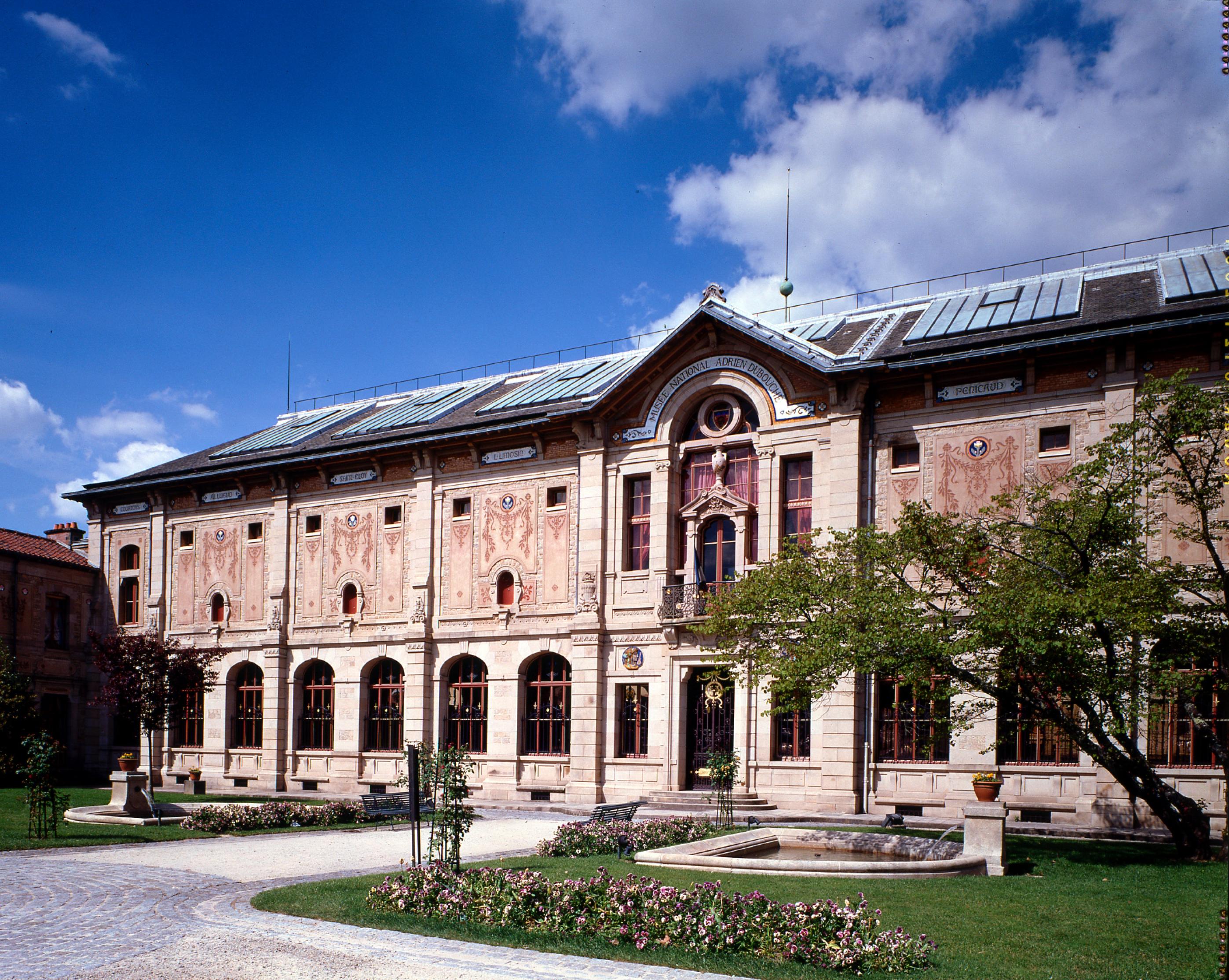 Musée national Adrien Dubouché, Limoges : Vue de la façade historique.